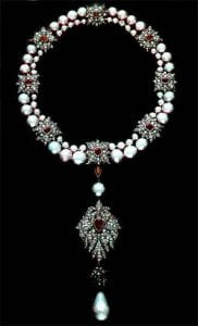 la-peregrina-mounted-as-pendant-on-pearl-ruby-diamond-necklace